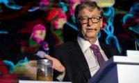 Uma notícia de caca. Bill Gates posou ao lado de excrementos humanos