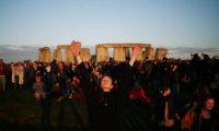 Milhares reunidos em Stonehenge para dar as boas vindas ao Verão
